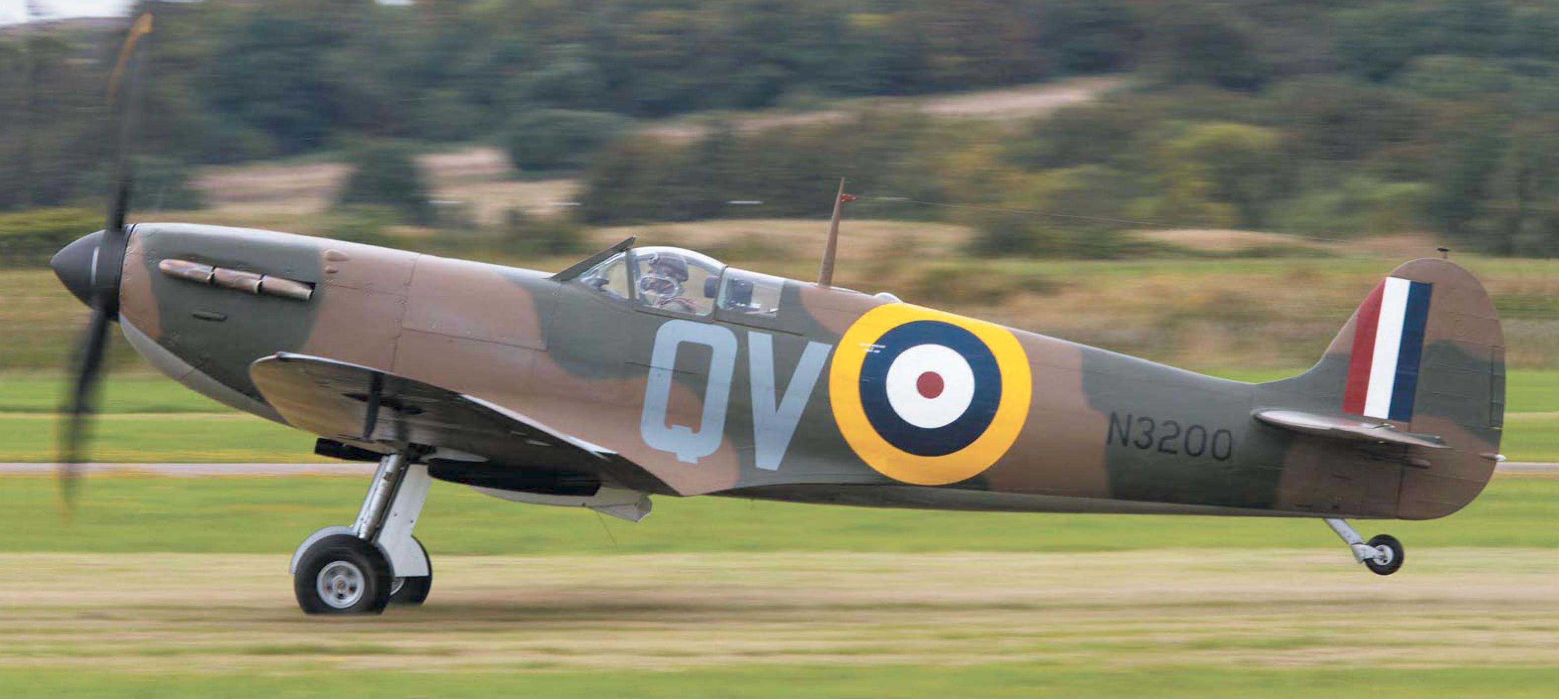 Airworthy Spitfire warbird MkI RAF 19Sqn QV N3200 and P9374 Aeroplane Sept 2015 03