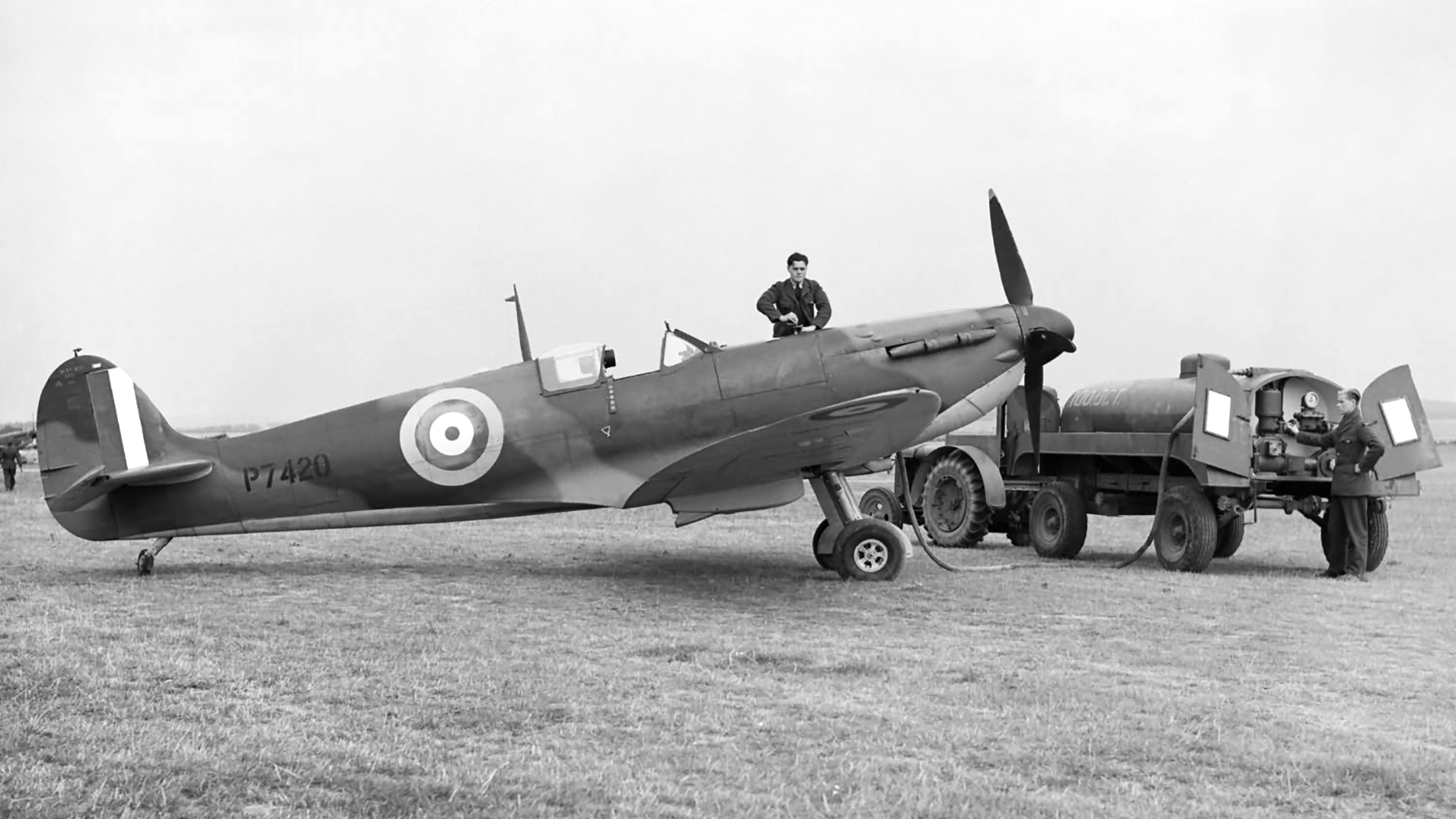 Spitfire MkIIa RAF 19Sqn P7420 being refueled during Battle of Britain 1940 web 01