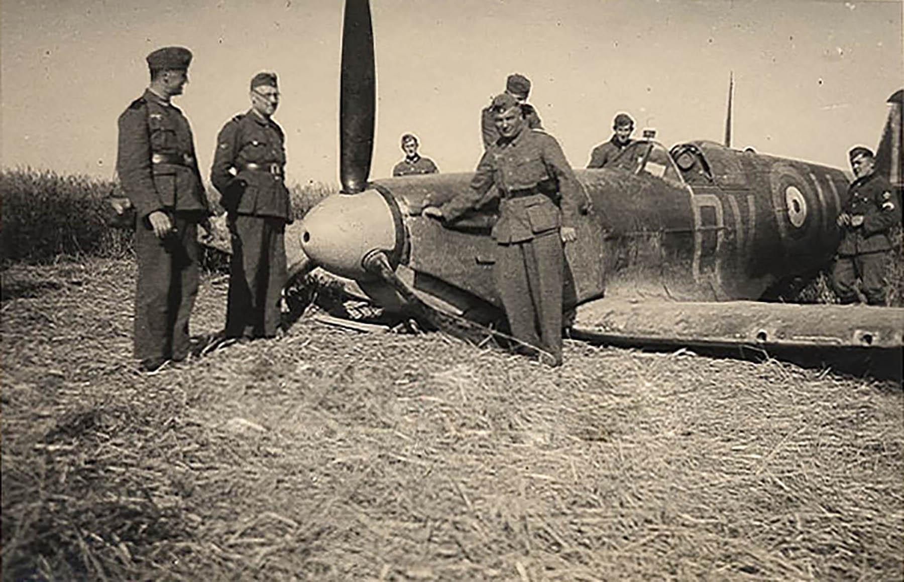 Spitfire MkIIa RAF 19Sqn QVU P7379 sd by Bf 109 and PO Andrews KIA 27th Jun 1941 02