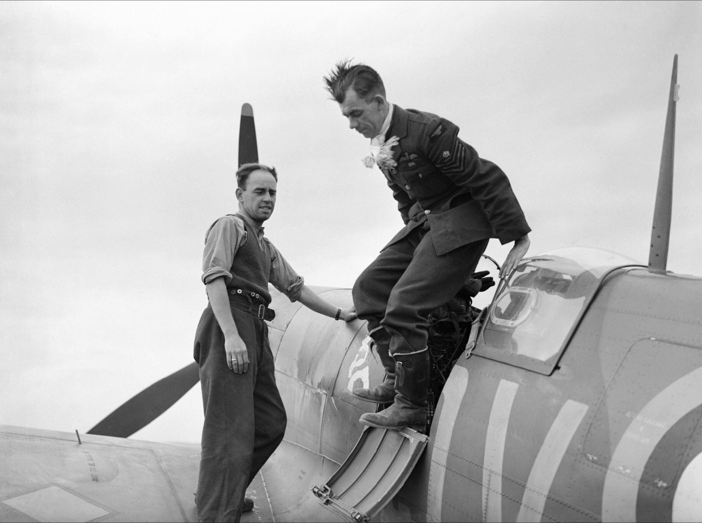 Spitfire MkIa RAF 19Sqn George Unwin at Fowlmere Cambridgeshire IWM CH1355