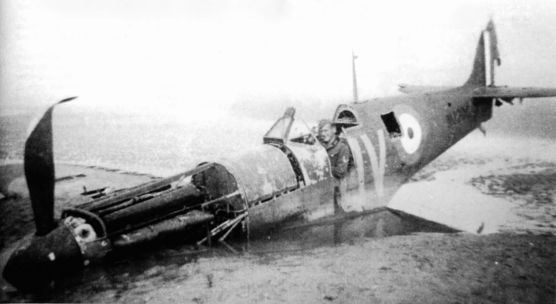 Spitfire MkIa RAF 19Sqn QV N3200 SLdr GD Stephenson POW Dunkerque 26th May 1940 01