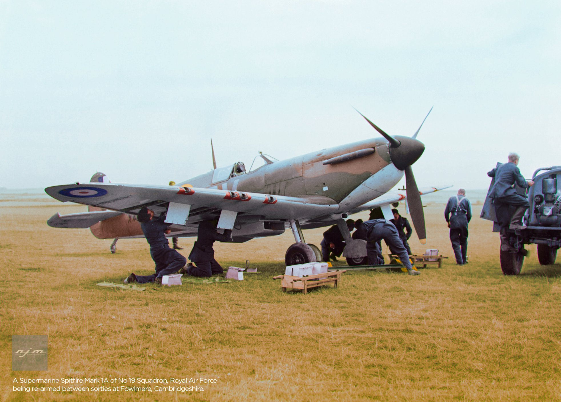 Spitfire MkIa RAF 19Sqn QVB X4179 being rearmed at Fowlmere Cambridgeshire 01
