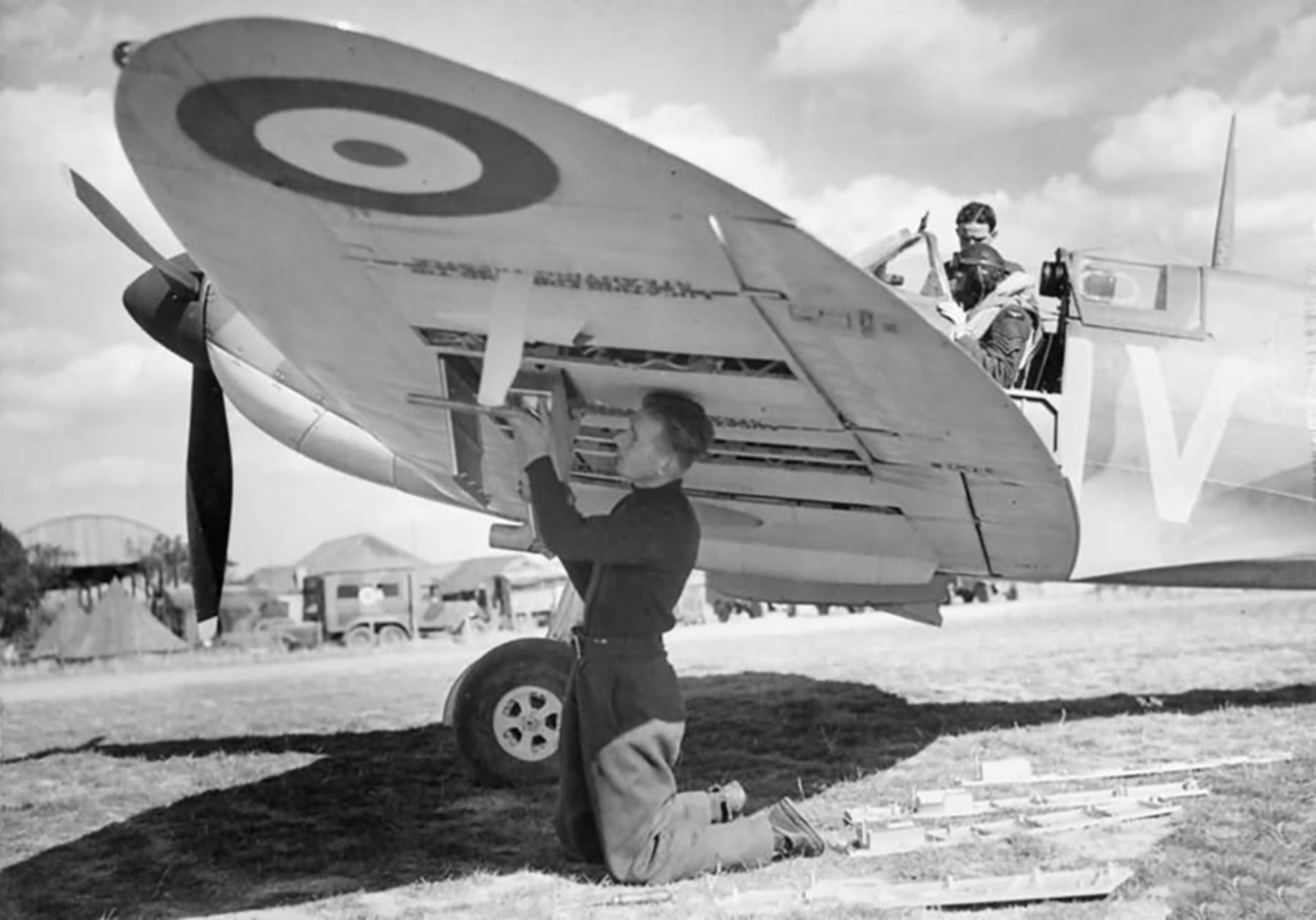 Spitfire MkIa RAF 19Sqn QVI X4474 at Fowlmere Cambridgeshire Sep 1940 web 01