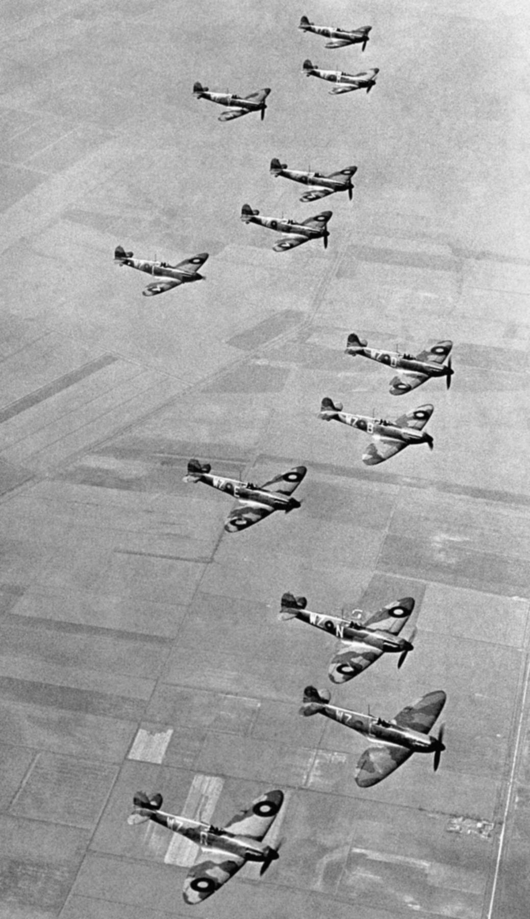 Spitfire MkIa RAF 19Sqn WZR WZL WZN WZE WZB and WZD England 1939 01