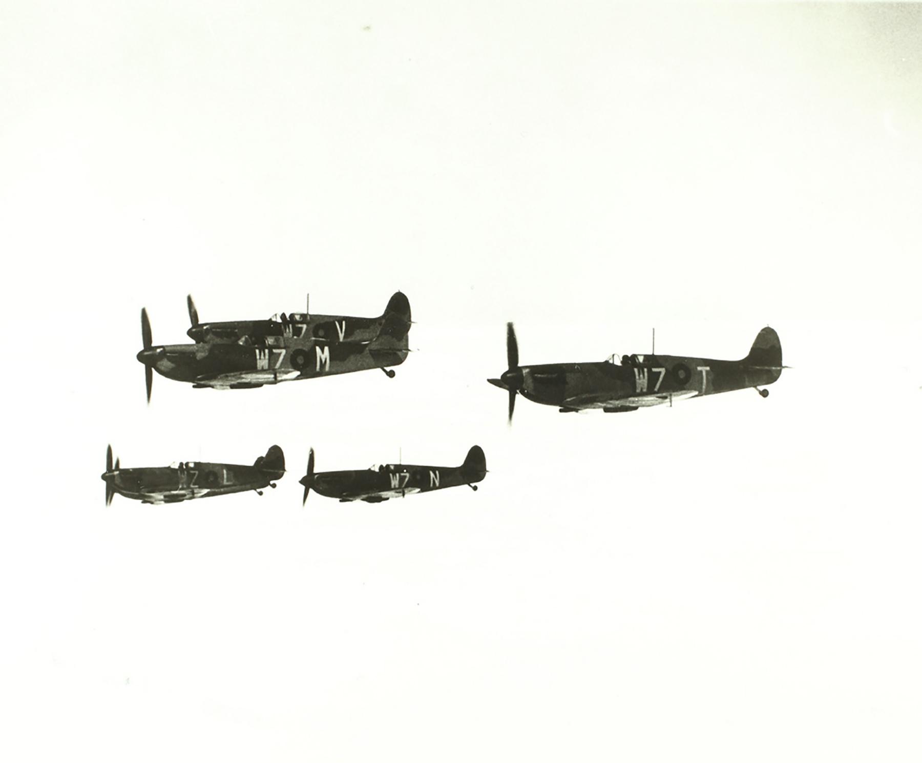 Spitfires MkI RAF 19Sqn WZL WZM WZN WZT WZT aerial photo 1938 01