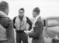 Asisbiz Aircrew RAF 19Sqn pilots Lawson, Lane n Unwin at Fowlmere Sep 1940 IWM CH1366
