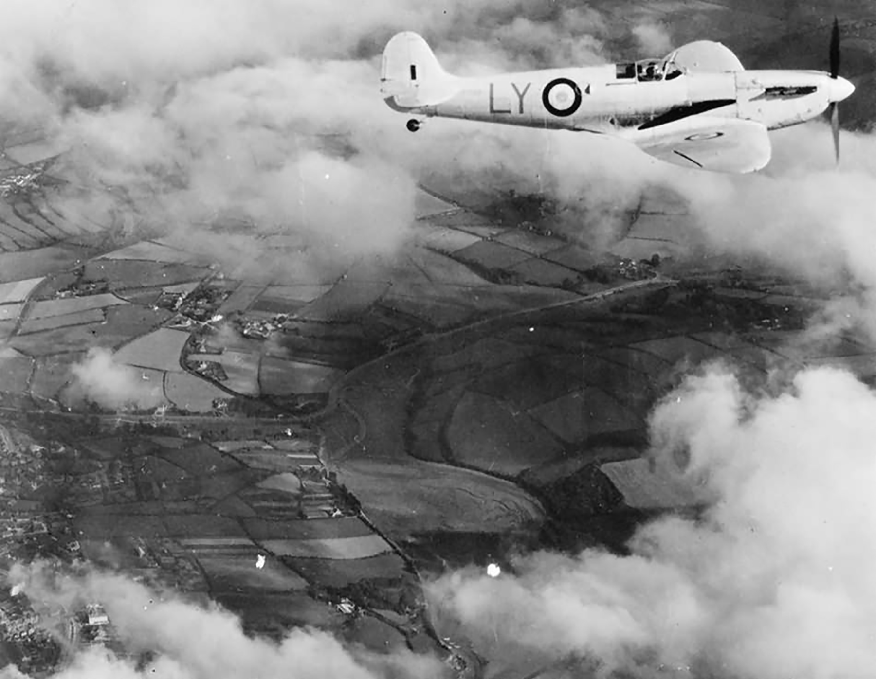 Spitfire PRI RAF 1PRU Photographic Reconnaissance Unit code LY web 01