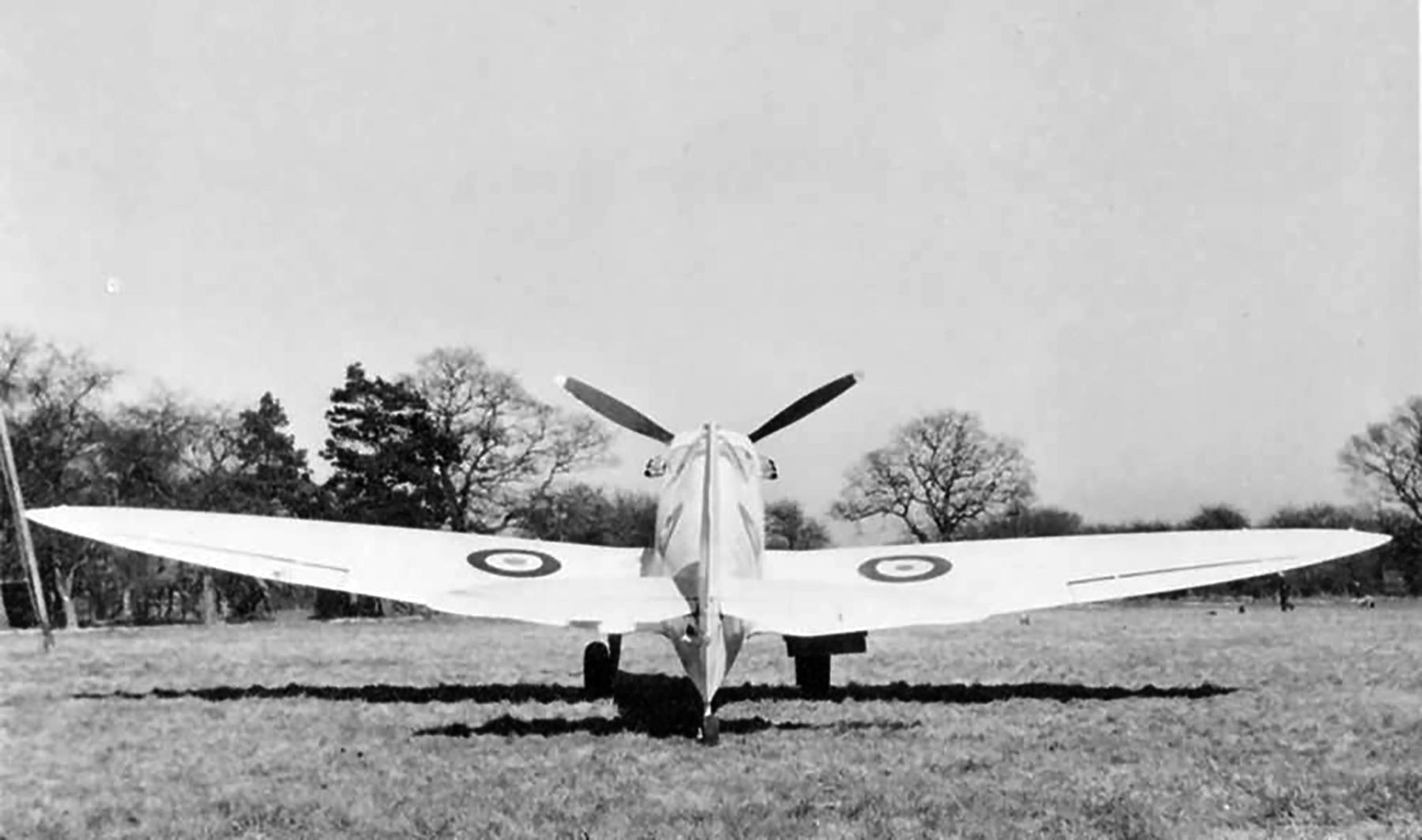 Spitfire PRI RAF 1PRU Photographic Reconnaissance Unit code LY web 02