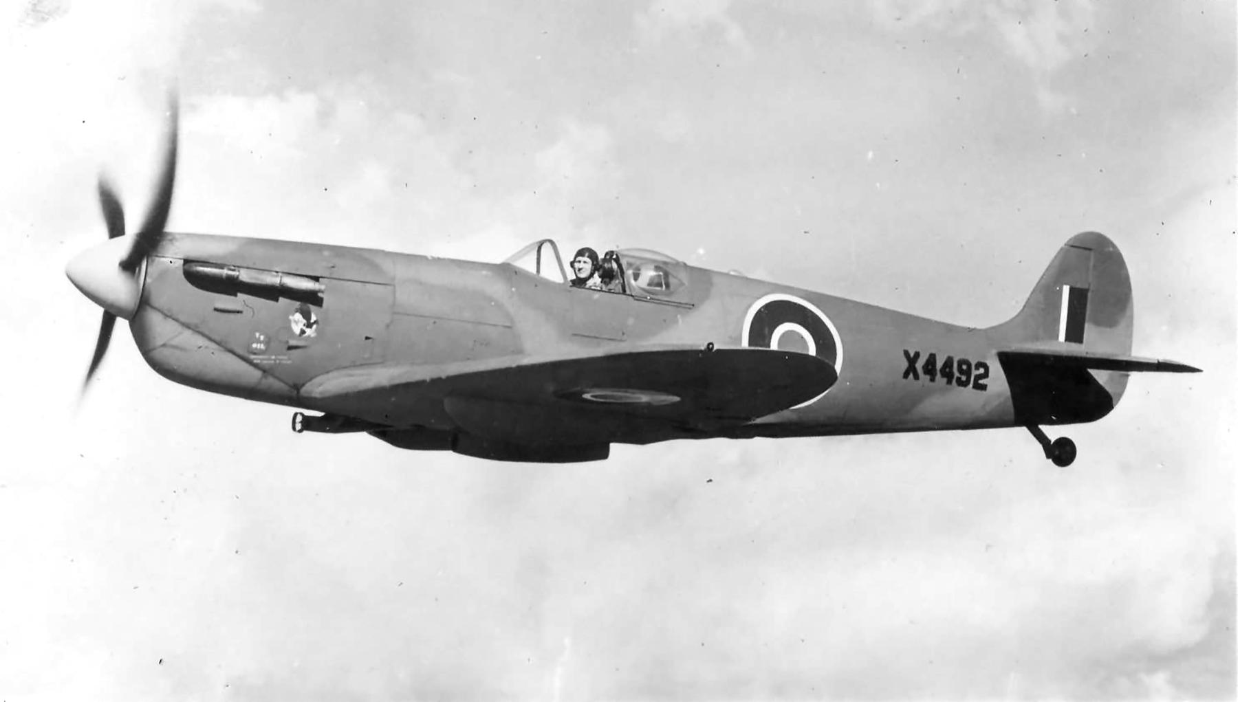 Spitfire PRIV RAF 1PRU X4492 web 01