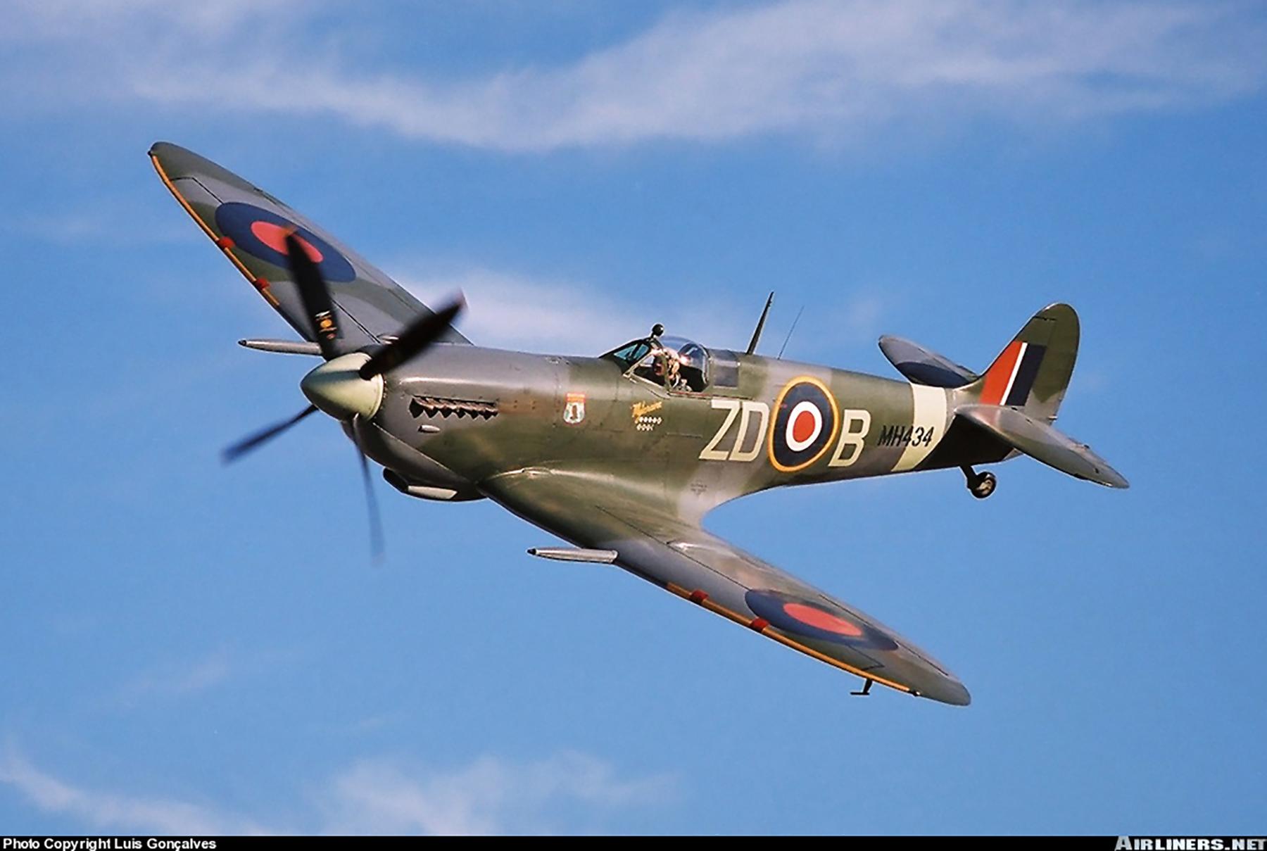 Airworthy Spitfire warbird RAF 222Sqn ZDB MH434 England 03