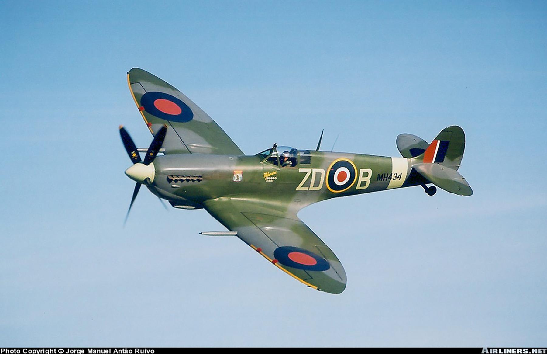 Airworthy Spitfire warbird RAF 222Sqn ZDB MH434 England 04