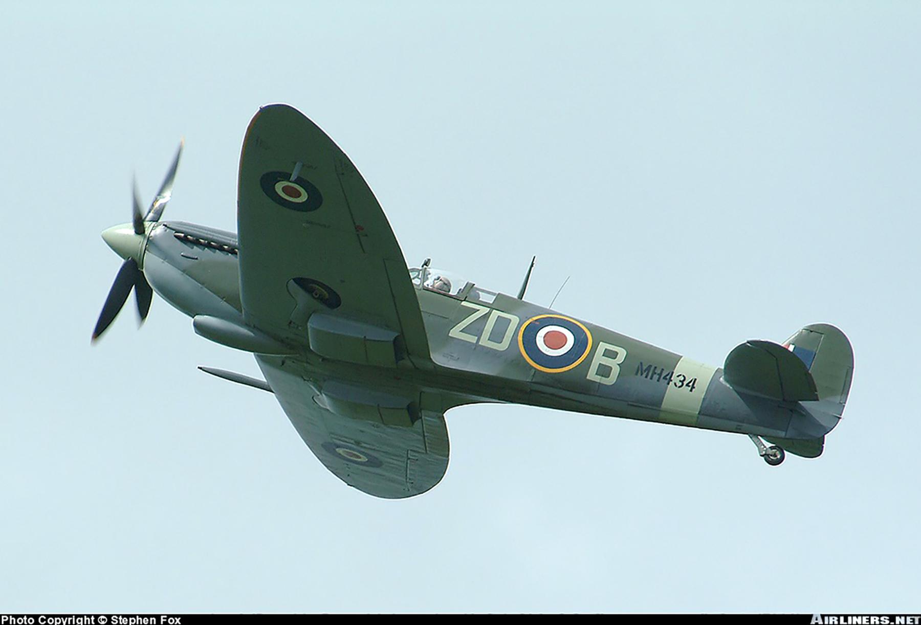Airworthy Spitfire warbird RAF 222Sqn ZDB MH434 England 10