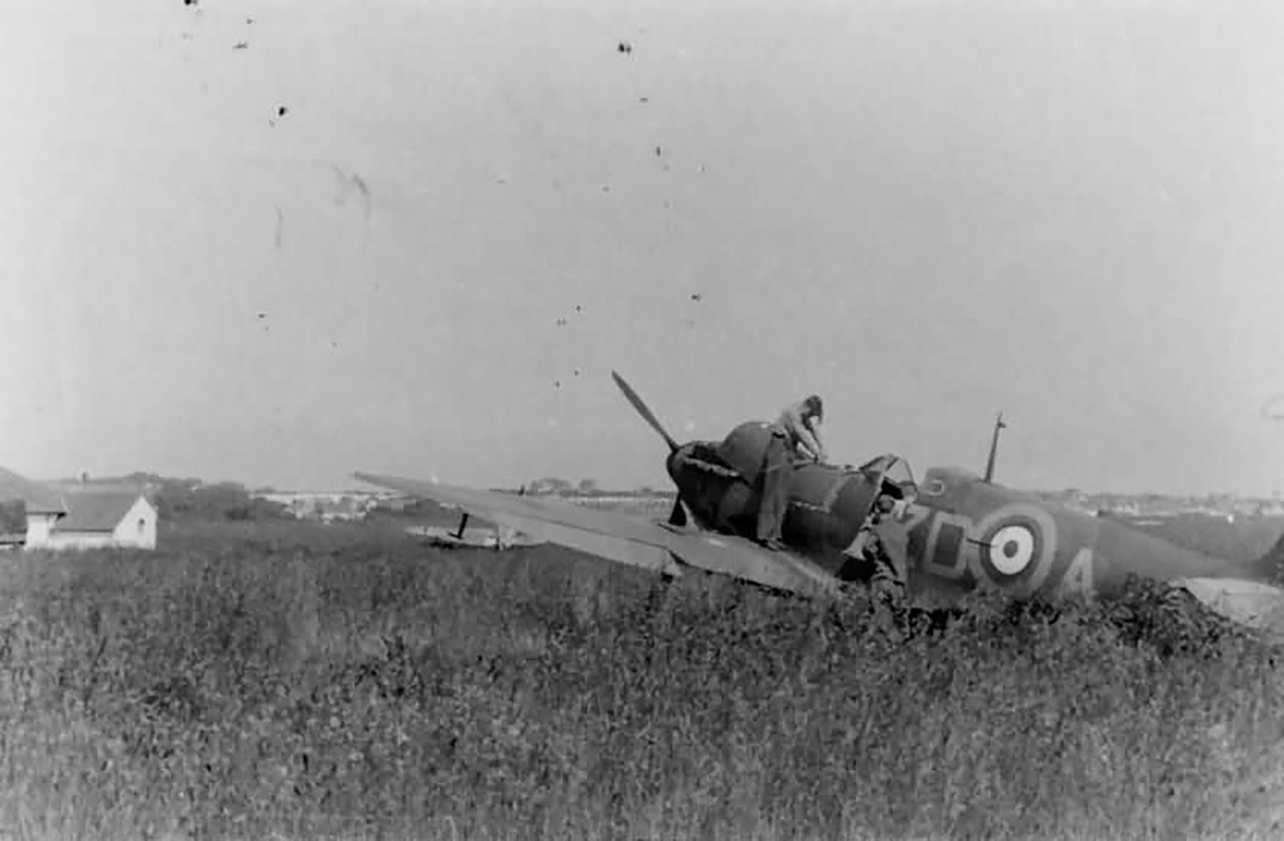Spitfire MkIa RAF 222Sqn ZDA P9317 PO Falkust force landed Le Touquet Dunkerque 1st Jun 1940 05