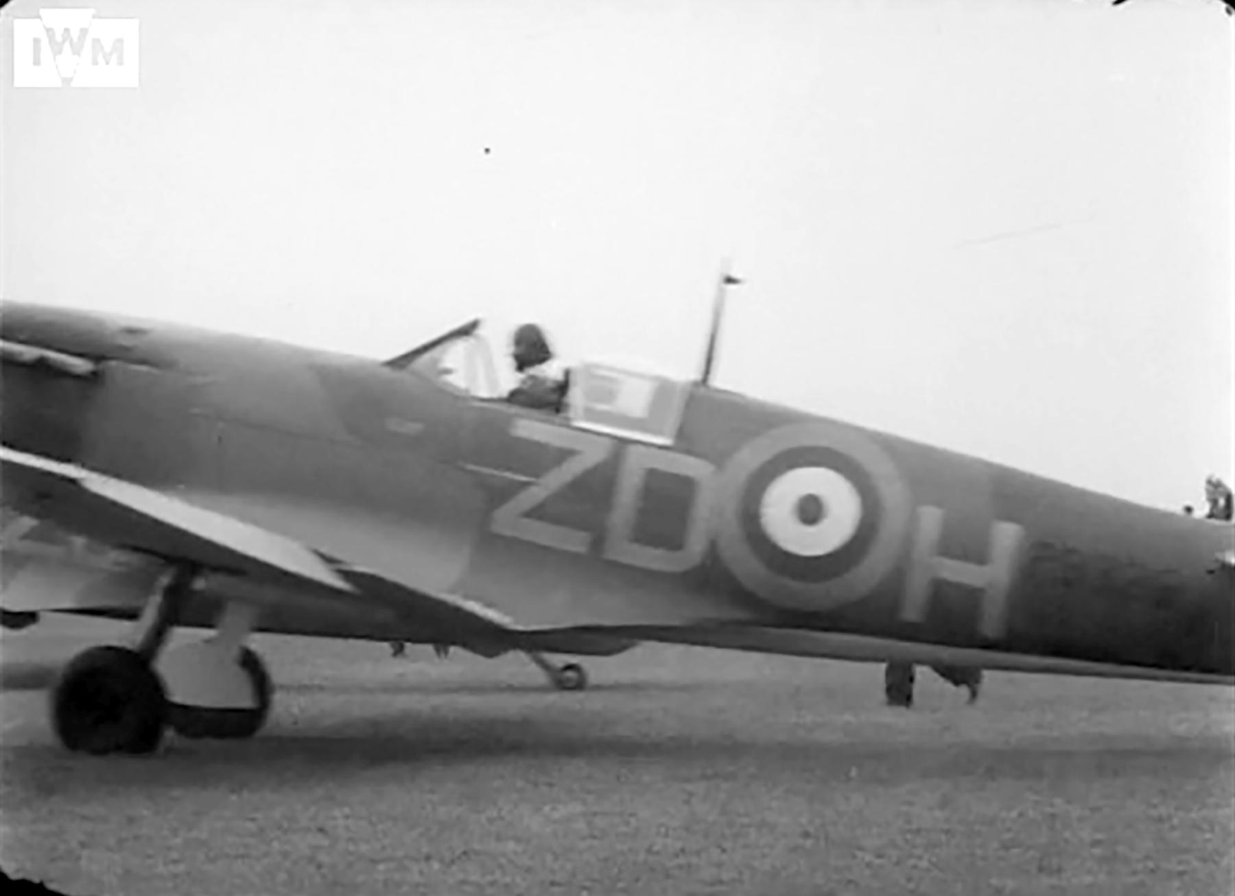 Spitfire MkIa RAF 222Sqn ZDH P9328 taking off from RAF Kirton in Lindsey Jun 1940 01