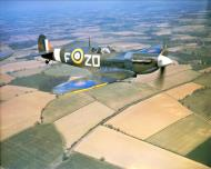 Asisbiz Spitfire MkVb RAF 222Sqn ZDF Sqn Ldr Richard Milne AD233 North Weald Essex May 1942 IWM COL188
