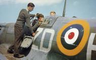 Asisbiz Spitfire MkVb RAF 222Sqn ZDH named Flying Scotsman BM202 Essex 25th May 1942 01