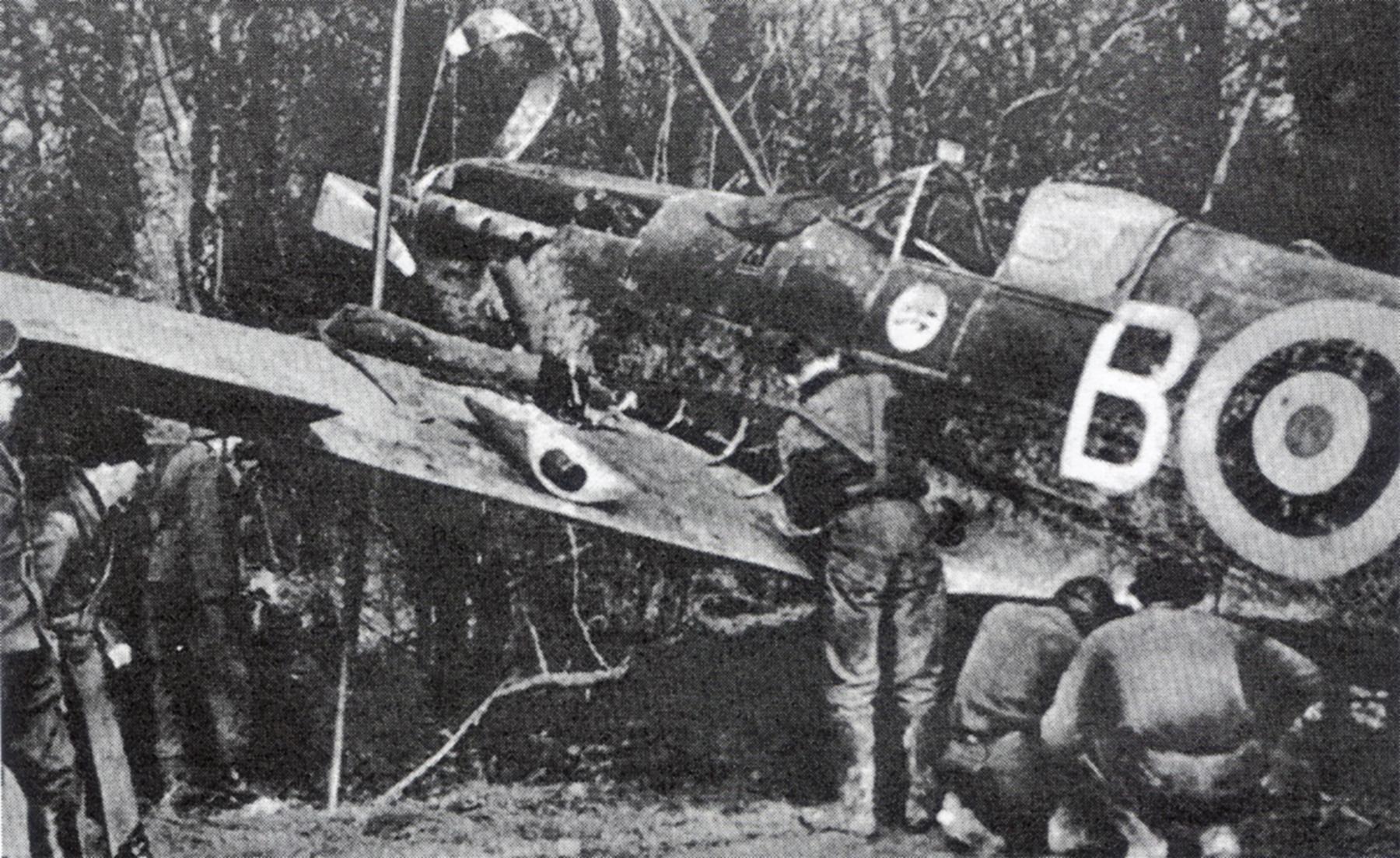 Spitfire MkIa RAF 234Sqn AZB forced landed Cherbourg France Aug 15 1940 01