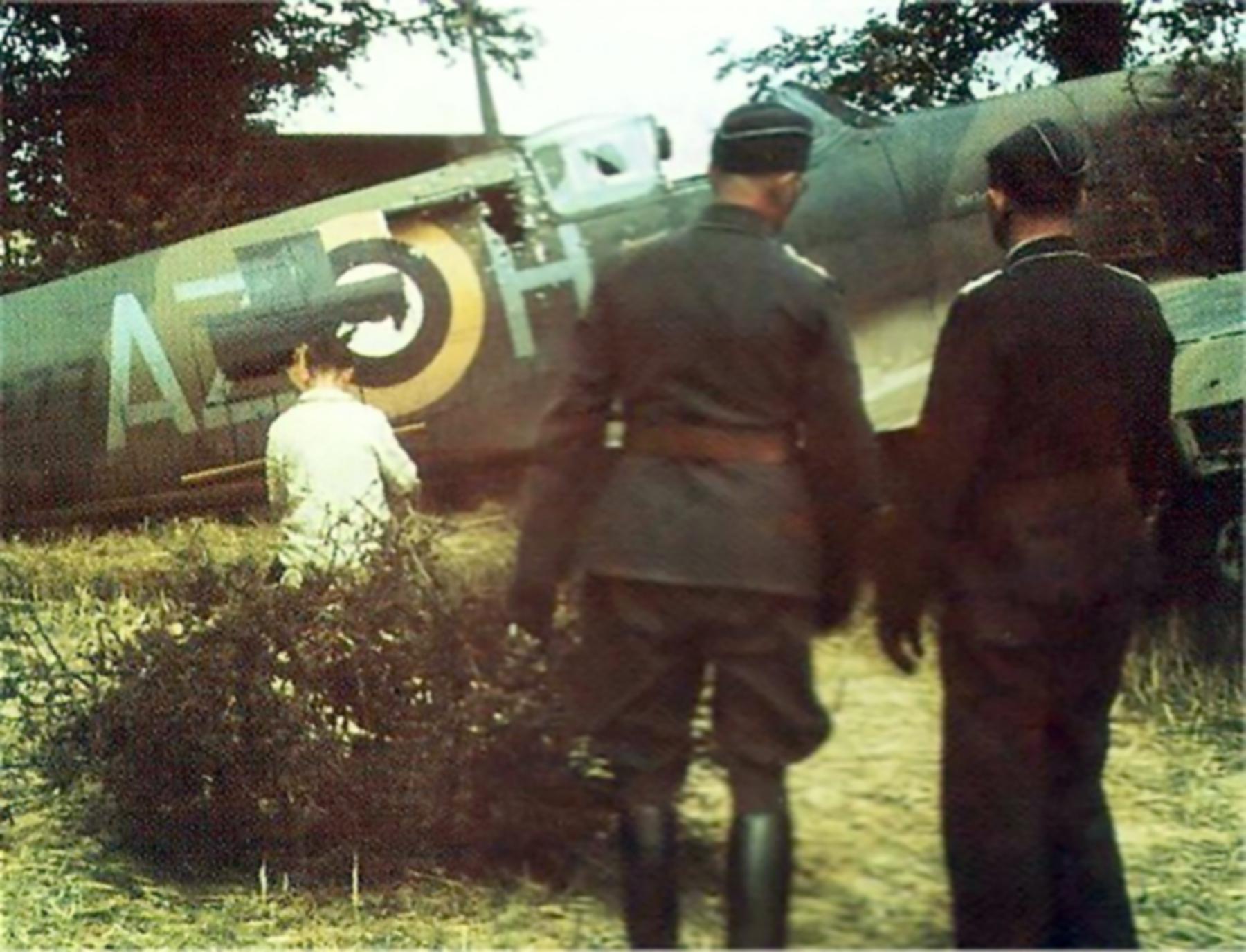 Spitfire MkIa RAF 234Sqn AZH Richard Hardy N3277 forced landed Cherbourg France Aug 15 1940 05