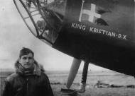 Asisbiz Aircrew RAF H Pedersen with his Hampden 489K AN156 King Kristian late 1942 01