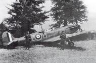 Asisbiz Spitfire MkIa RAF 234Sqn AZH Richard Hardy N3277 forced landed Cherbourg France Aug 15 1940 01