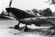 Asisbiz Spitfire MkIa RAF 234Sqn AZH Richard Hardy N3277 forced landed Cherbourg France Aug 15 1940 02