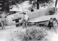Asisbiz Spitfire MkIa RAF 234Sqn AZH Richard Hardy N3277 forced landed Cherbourg France Aug 15 1940 04
