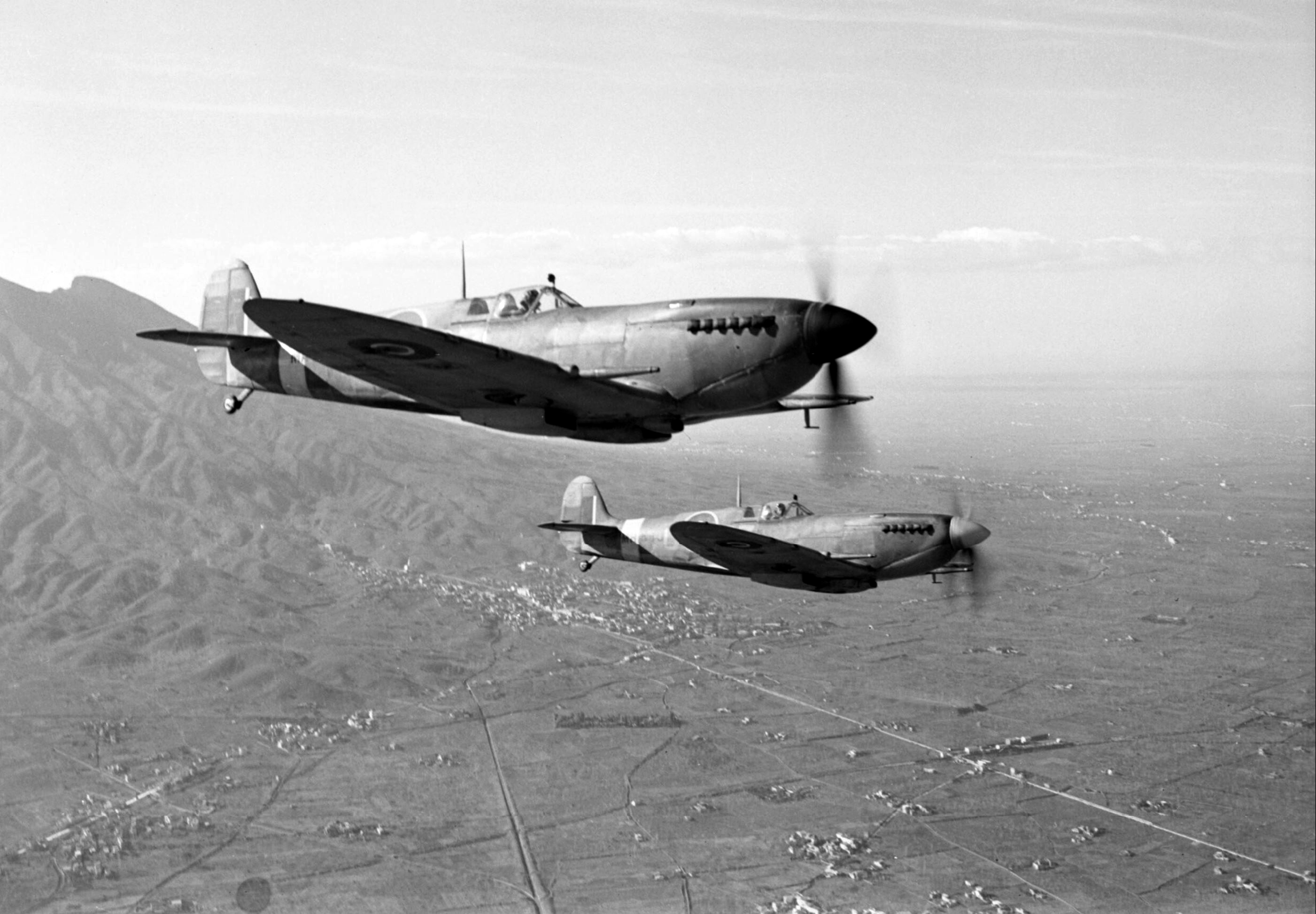Spitfire MkIXe RAF 241Sqn RZR MA425 RZU MH635 over the Anzio beachhead Italy 1943 IWM CNA2499