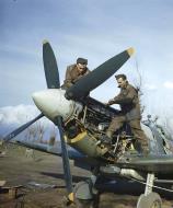 Asisbiz Spitfire MkIX RAF 241Sqn ground crew Jim Birkett Wally Passmore working on a Merlin engine IWM 01