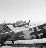 Asisbiz Spitfire MkVTrop RAF 243Sqn YEX at Comiso Sicily 1943 IWM CNA1029
