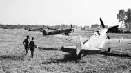 Asisbiz Spitfire Vc RAF 243Sqn SNG SNU at Tusciano landing ground Salerno IWM CNA1425a