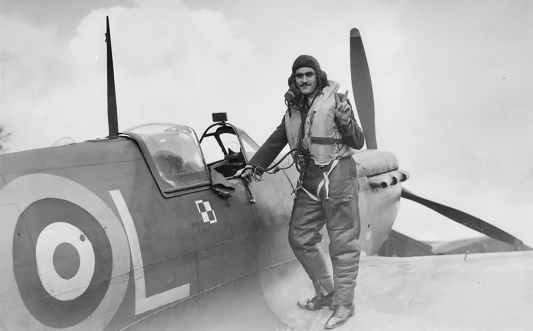 Spitfire MkVb RAF 302Sqn WXL Eugeniusz Nowakiewicz at RAF Exeter Nov 1941 01