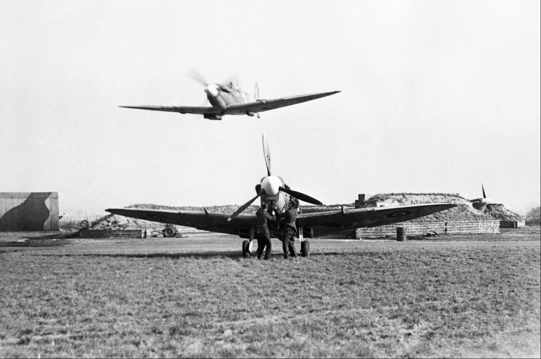 Spitfire RAF 302Sqn at RAF Hutton Cranswick Mar 1943 IWM HU87562