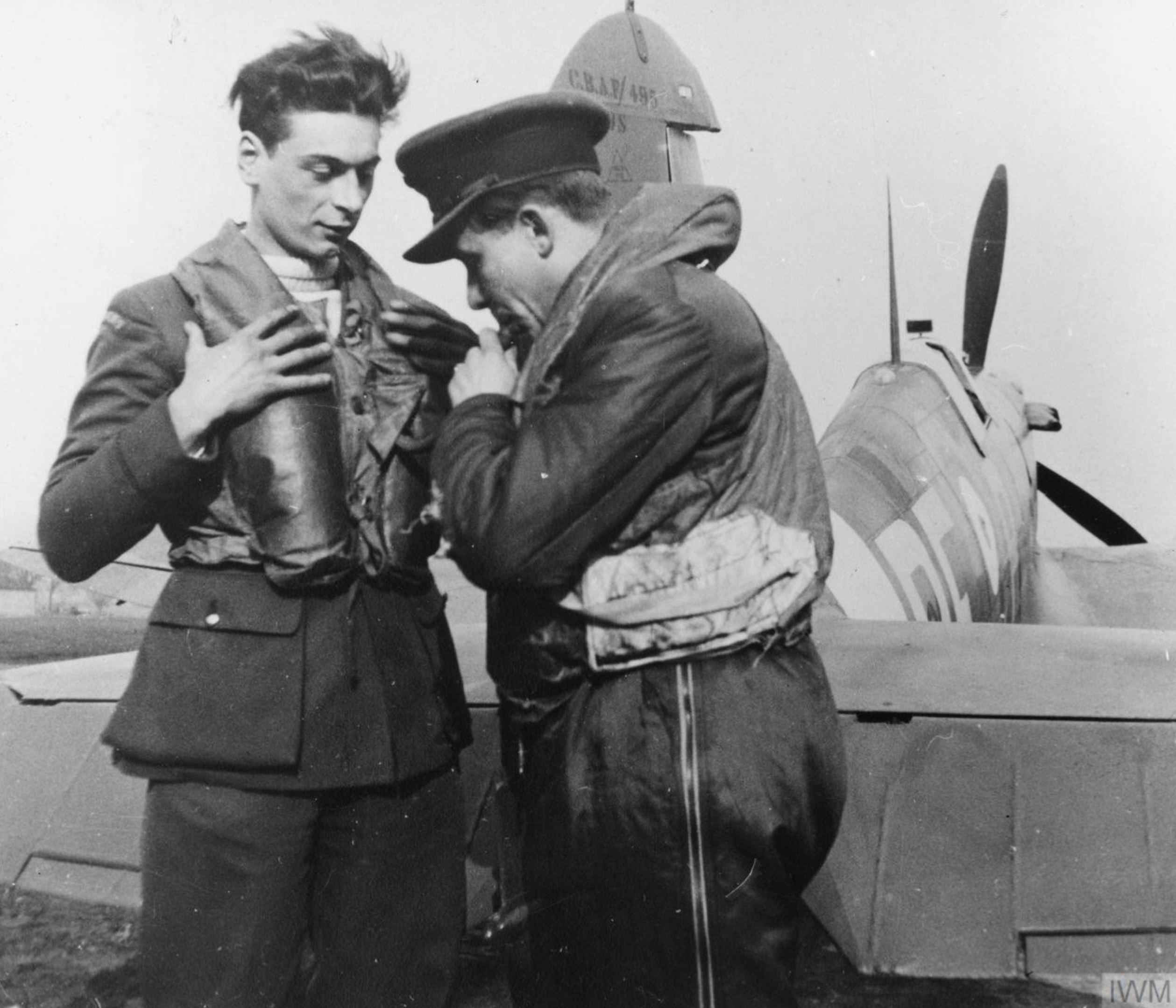 Spitfire MkIIa RAF 303Sqn RFP at Northolt England 1941 IWM HU111411