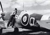 Asisbiz Spitfire MkVb RAF 303 Polish RFQ Antoni Glowaki Northolt Aug 1942 01