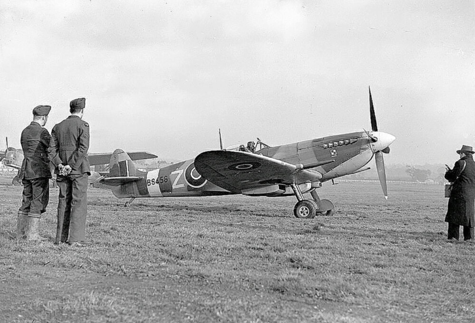 Spitfire MkIXc RAF 306Sqn UZZ Joseph Zulikowskiego BS456 Northolt England Nov 16 1942 02