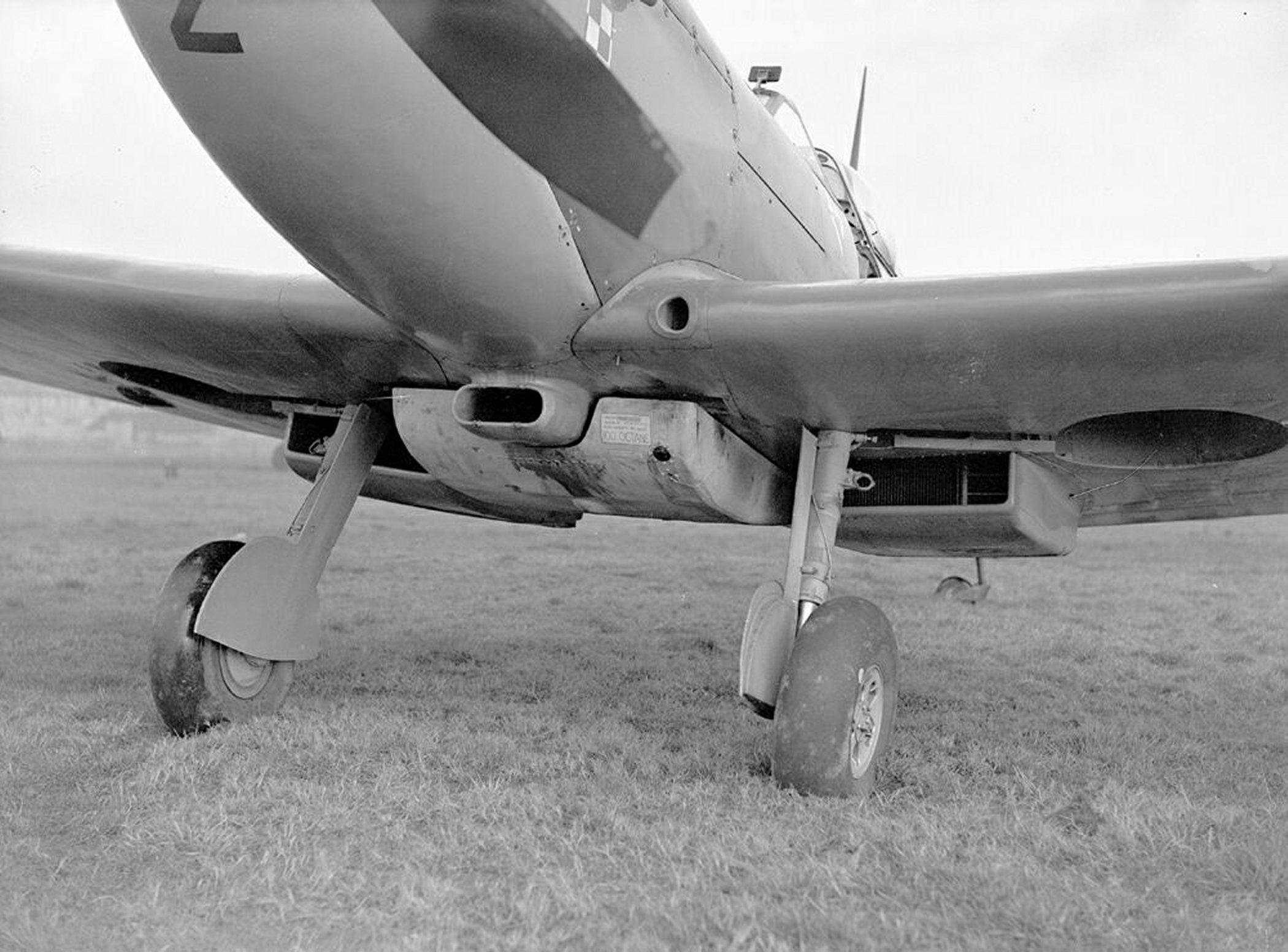Spitfire MkIXc RAF 306Sqn UZZ Joseph Zulikowskiego BS456 Northolt England Nov 16 1942 06