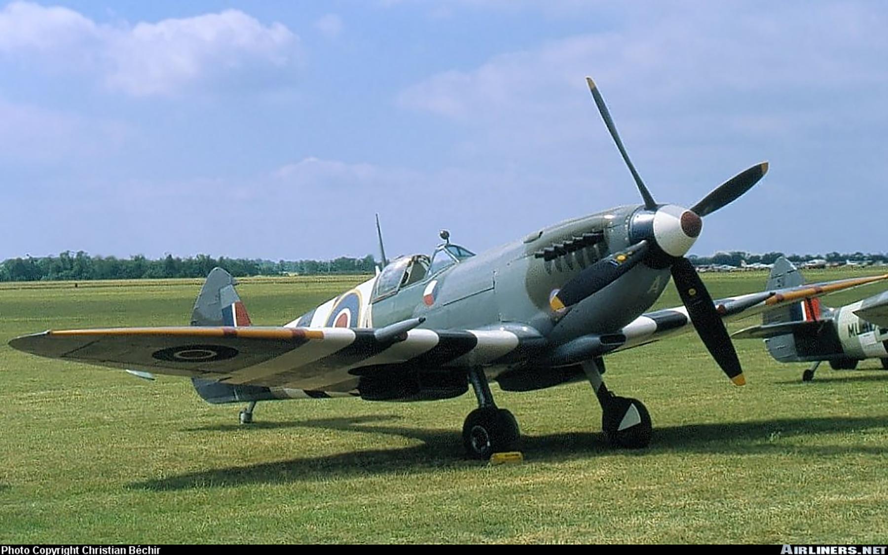 Airworthy Spitfire warbird LFIX RAF 312Sqn DUA TE566 02
