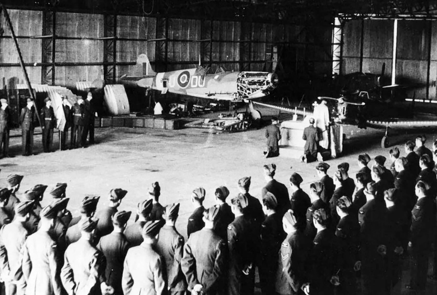 Spitfire MkVb RAF 312Sqn DUU background England 1942 01