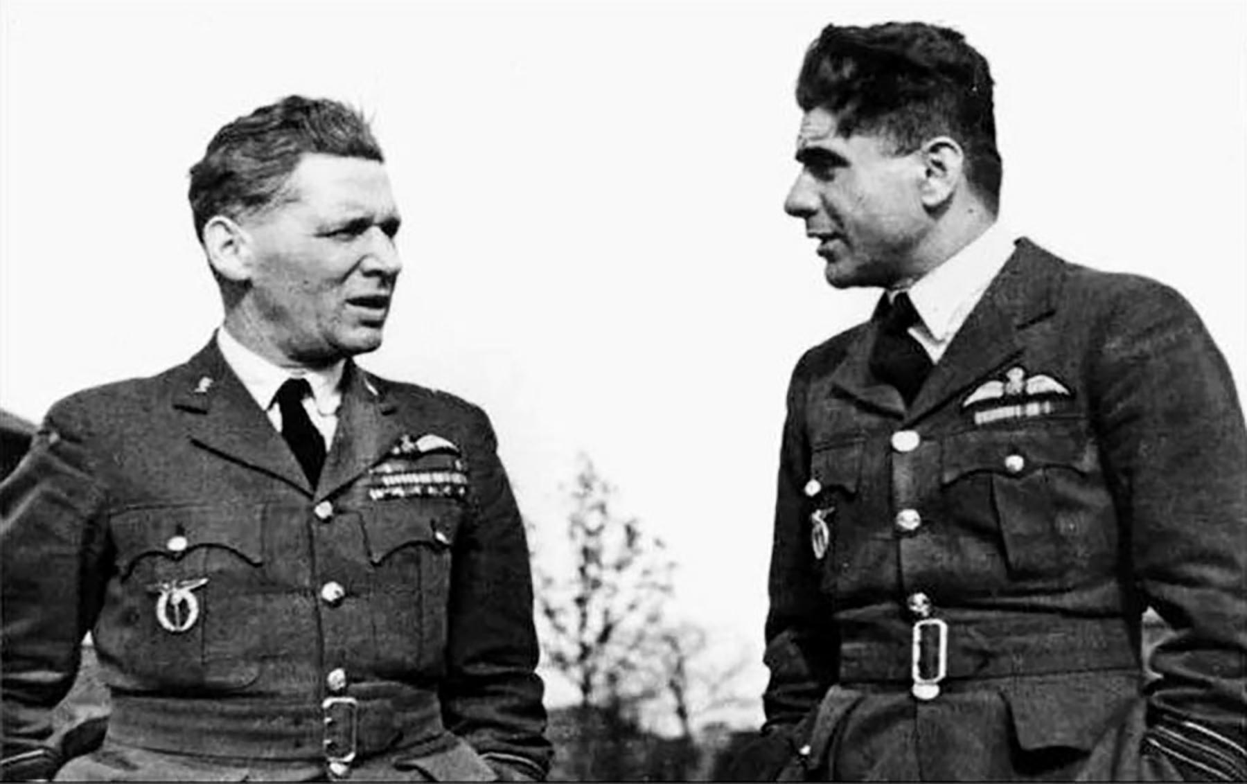 Aircrew RAF 313Sqn Czech pilot SLdr Frantisek Fajtl and Air Marshal Dr Karel Janousek 1942 01