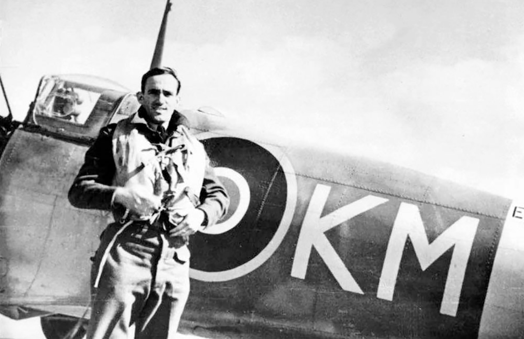 Aircrew RAF 313Sqn Czech pilot W.Cdr Karel Mrazek with his personal Spitfire KM EN765 1942 01