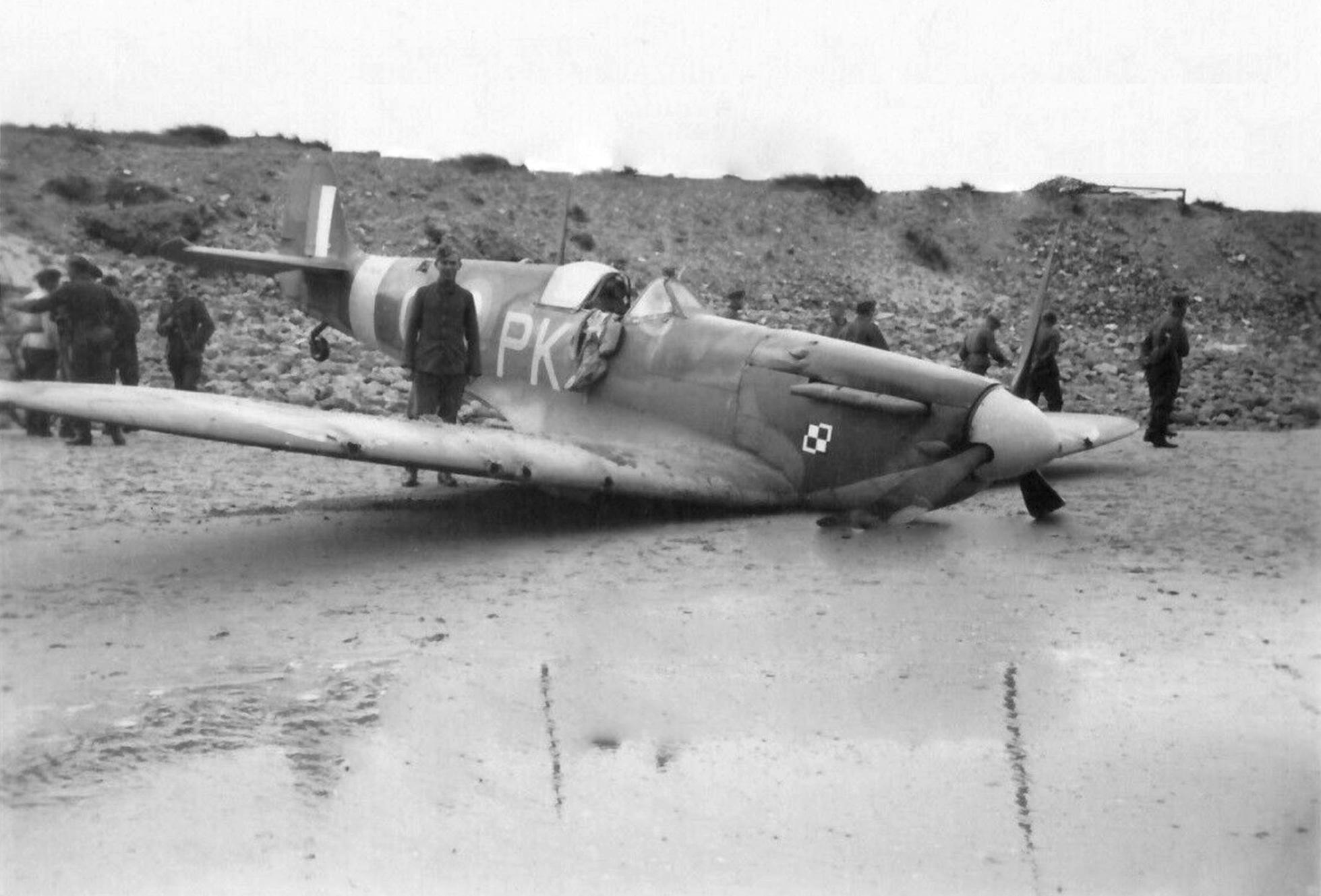 Spitfire MkII RAF 315Sqn PKO FLt B Mickiewicz P7606 FL Middelkerke Belgium 29 Aug 1940 POW 02