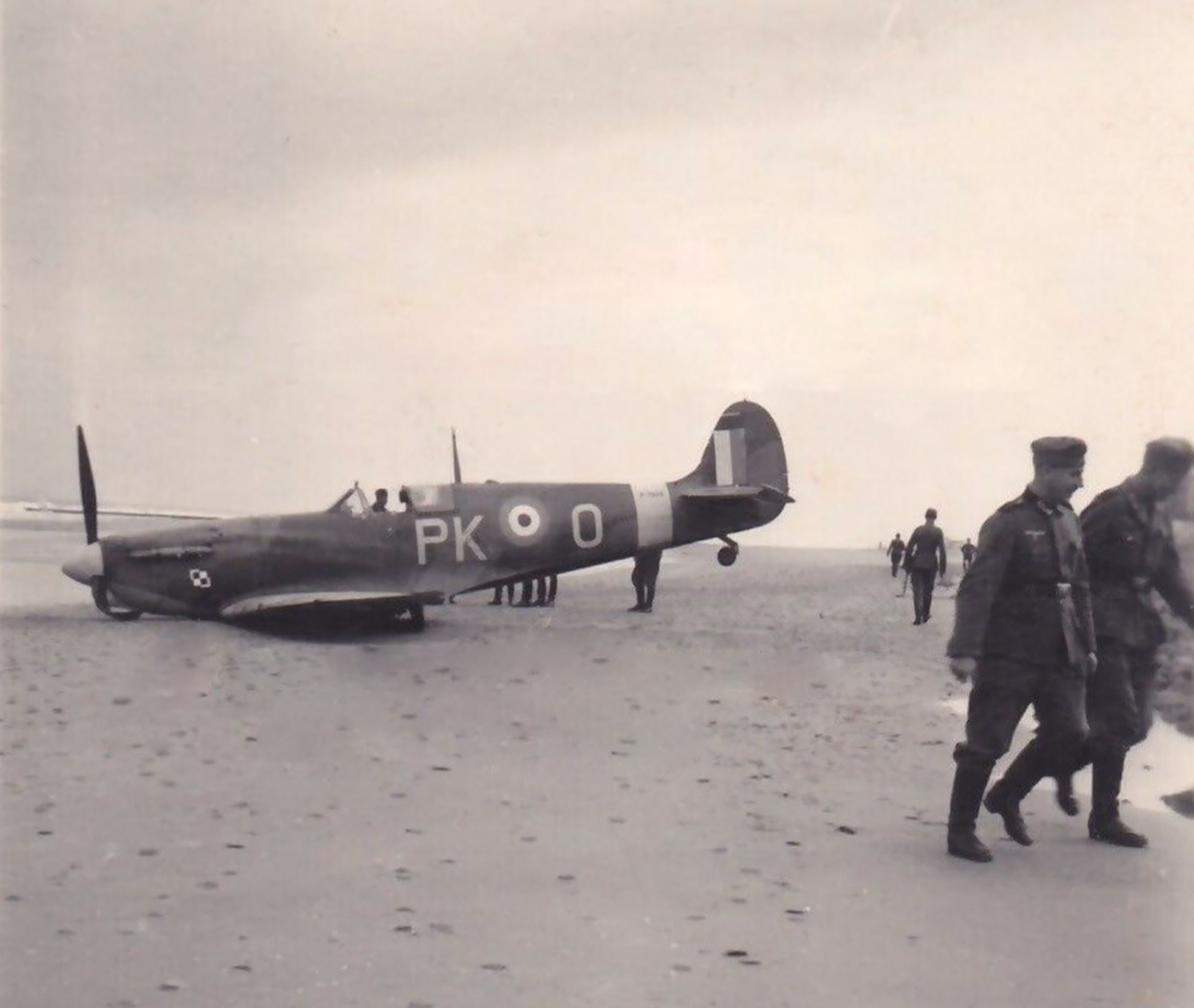 Spitfire MkII RAF 315Sqn PKO FLt B Mickiewicz P7606 FL Middelkerke Belgium 29th Aug 1941 POW 01