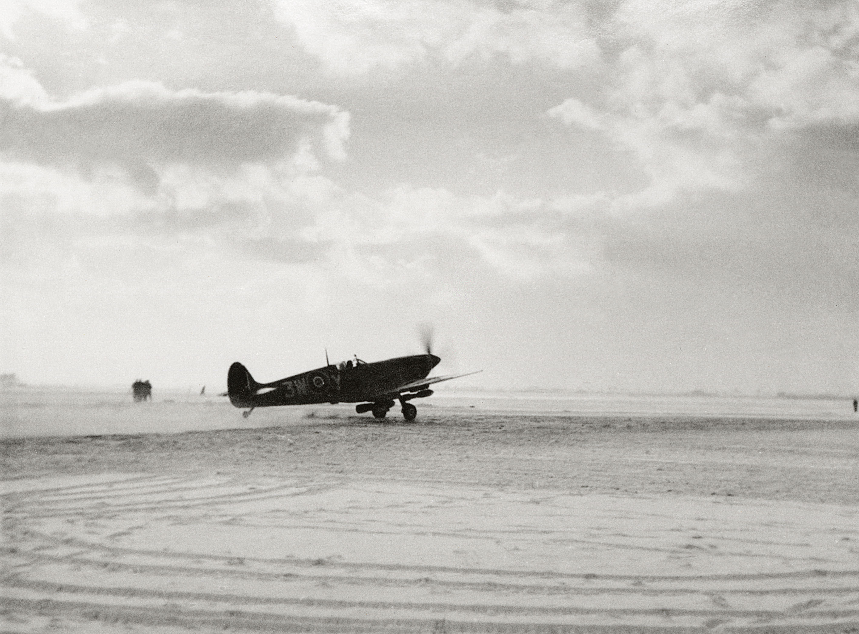 Spitfire MkVb RAF 322Sqn 3WY at Woensdrecht NIMH 01