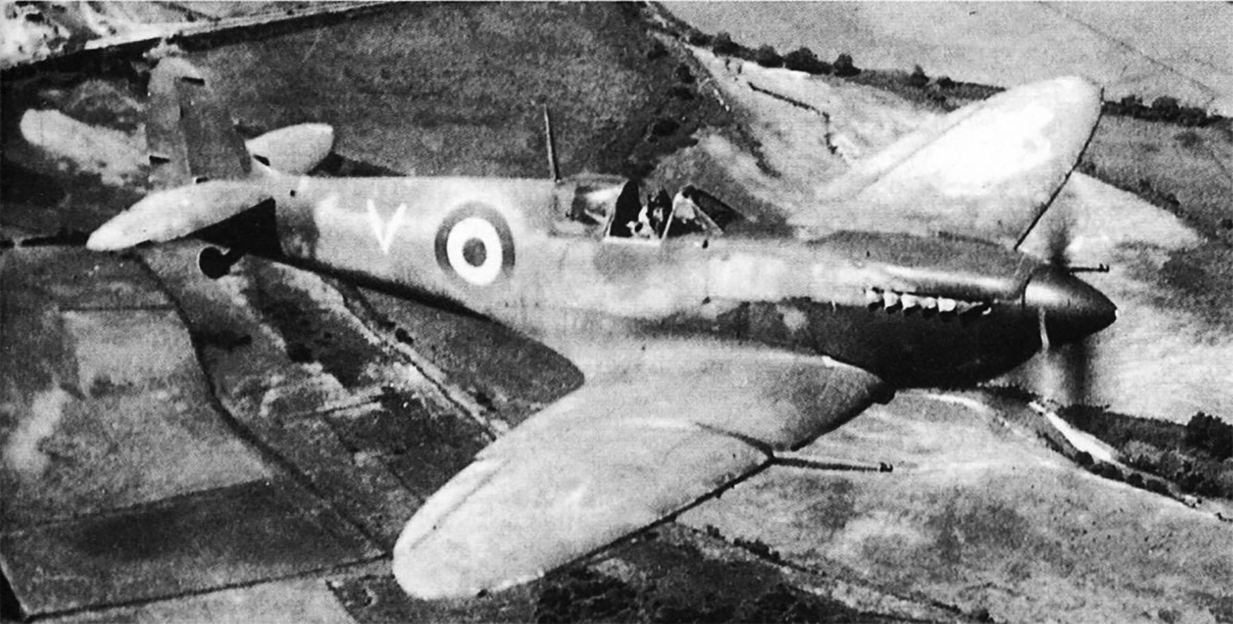 Spitfire MkIX RAF 326Sqn GC II.7 V EP813 near Corsica Military Revue Sep 2013 Page 7
