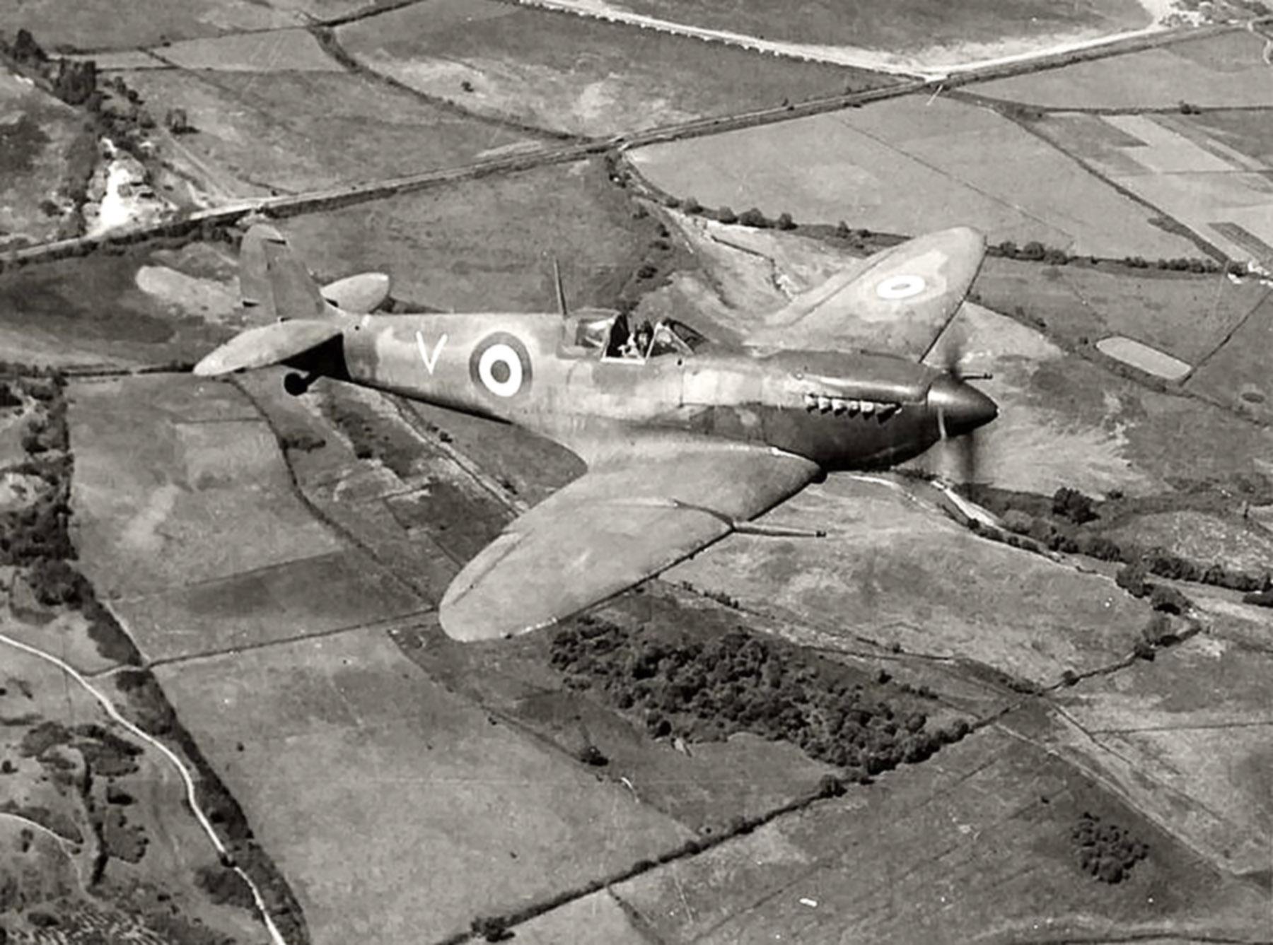 Spitfire MkVb RAF 326Sqn GCII.7 V Mediterranean 1944 01