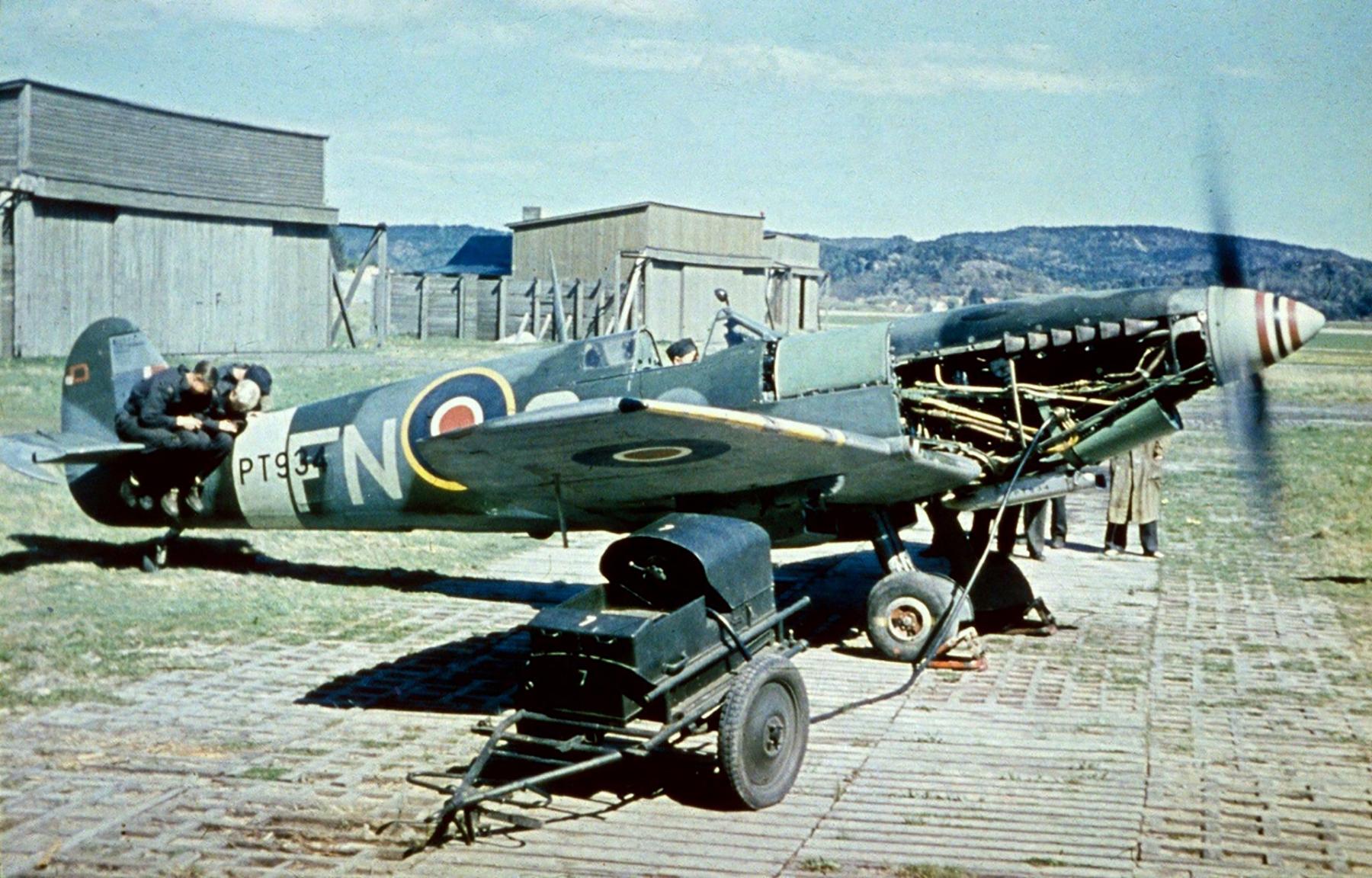 Spitfire LFIX RAF 331Sqn FN PT934 1946 01