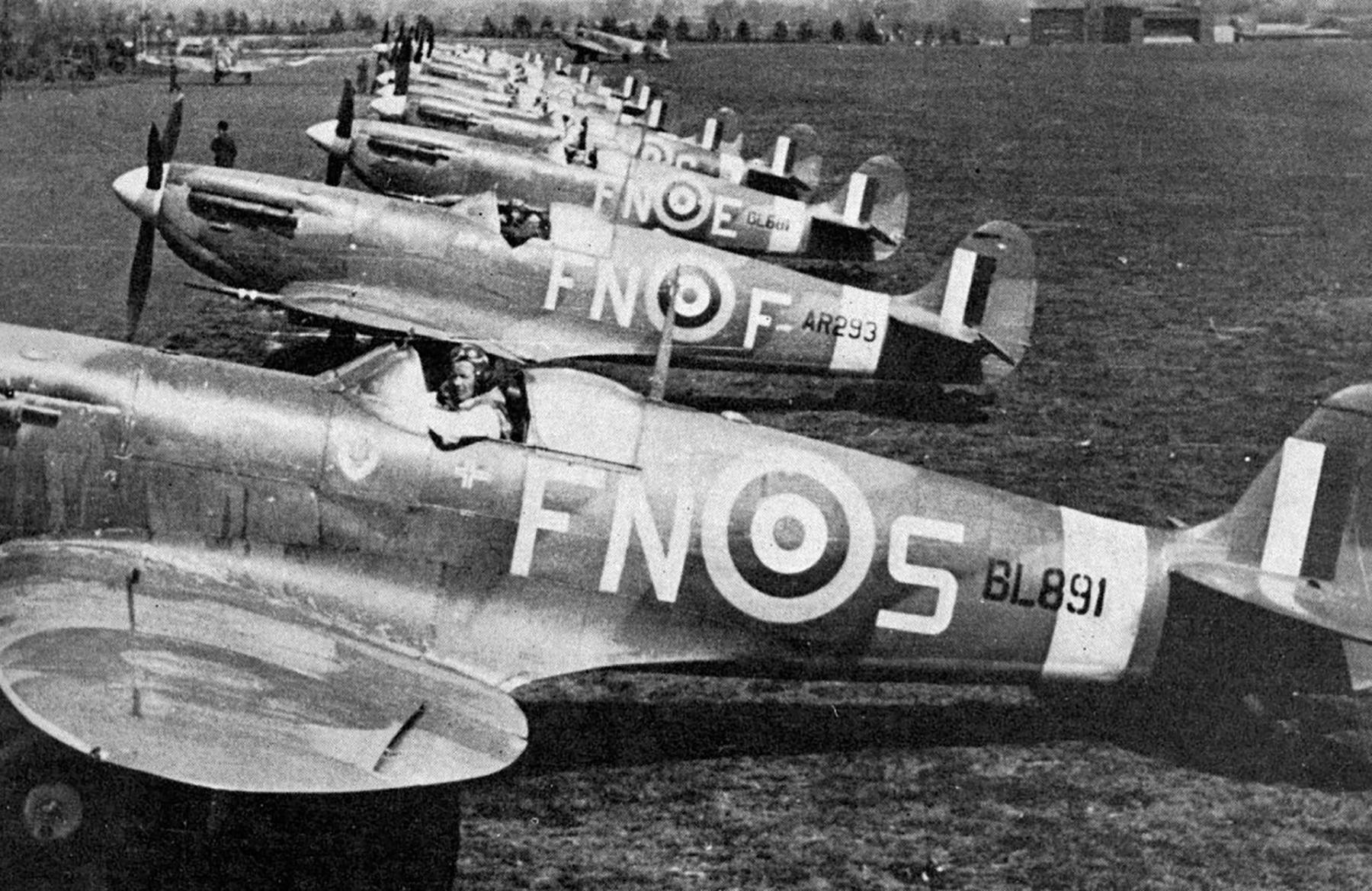 Spitfires MkVb RAF 331Sqn FNS BL891 FNF AR293 FNE BL681 Catterick England Jun 1942 01