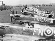 Asisbiz Spitfire MkIX RAF 331Sqn FNF AR293 North Weald 01