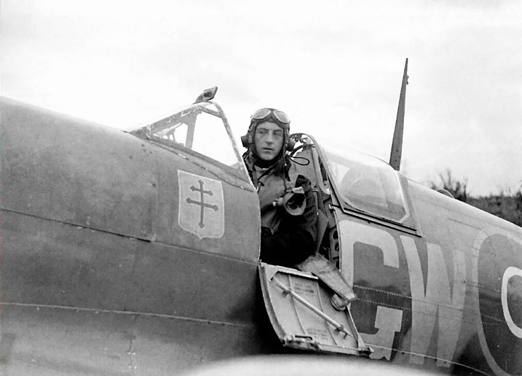 Spitfire MkIX RAF 340Sqn GWP Nastupcem Duperiera BS244 England 1942 01