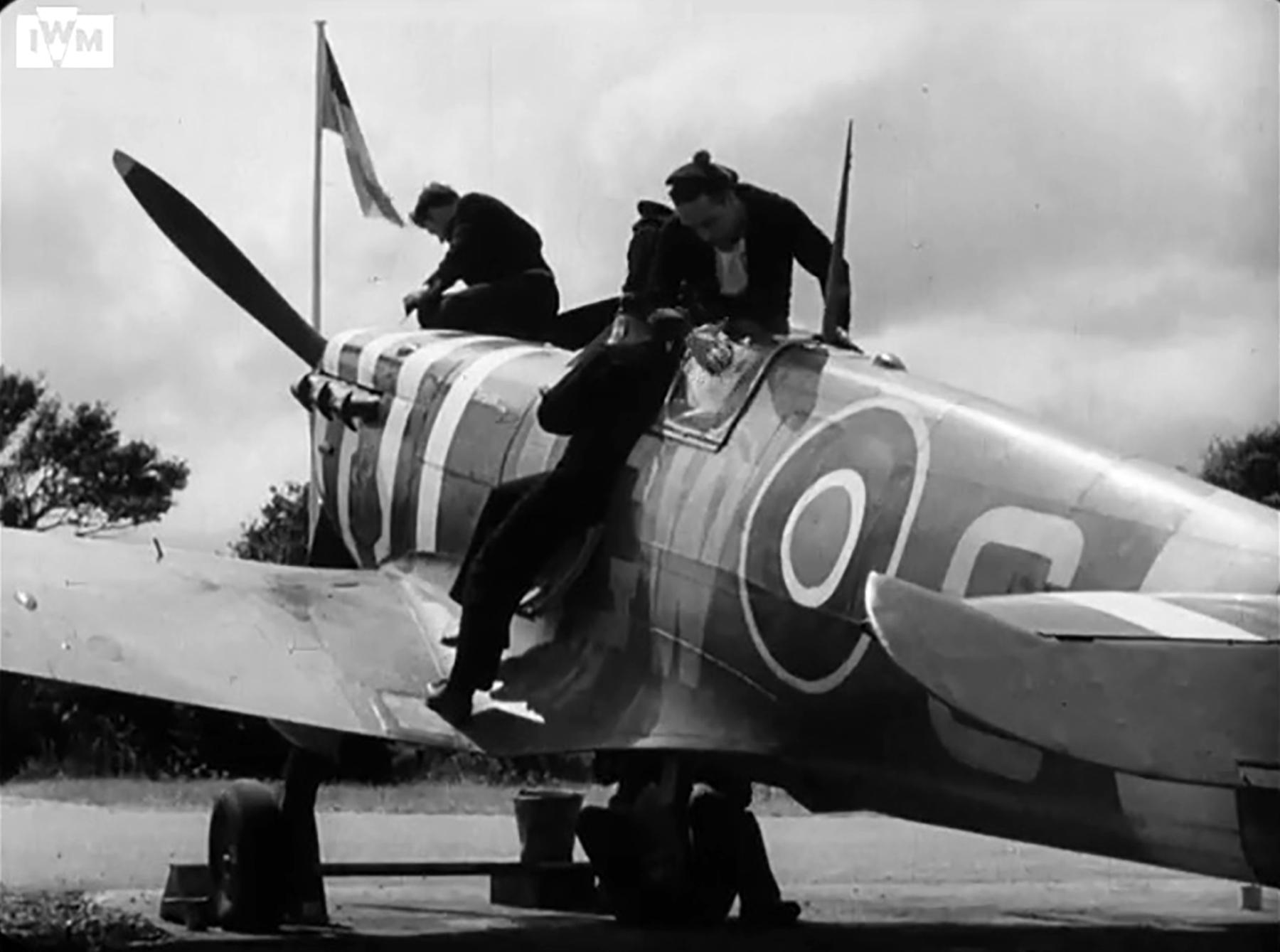 Spitfire MkVb RAF 340Sqn GW during the Dieppe landing Hornchurch 19th Aug 1942 IWM 01